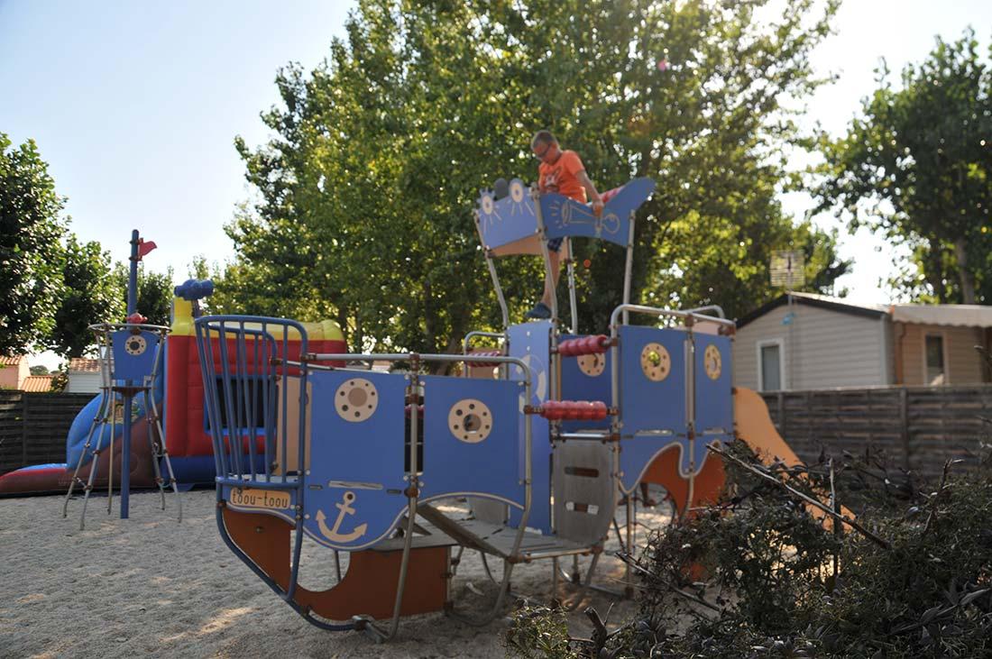 bateau aire de jeux enfants
