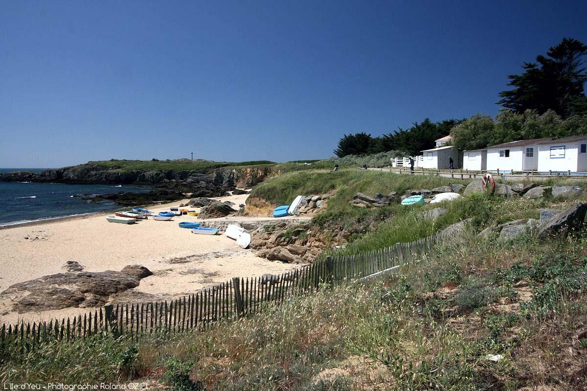 cabane de plage ile d'yeu au départ du camping