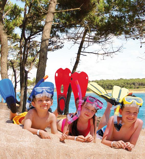 les enfants sur la plage du veillon