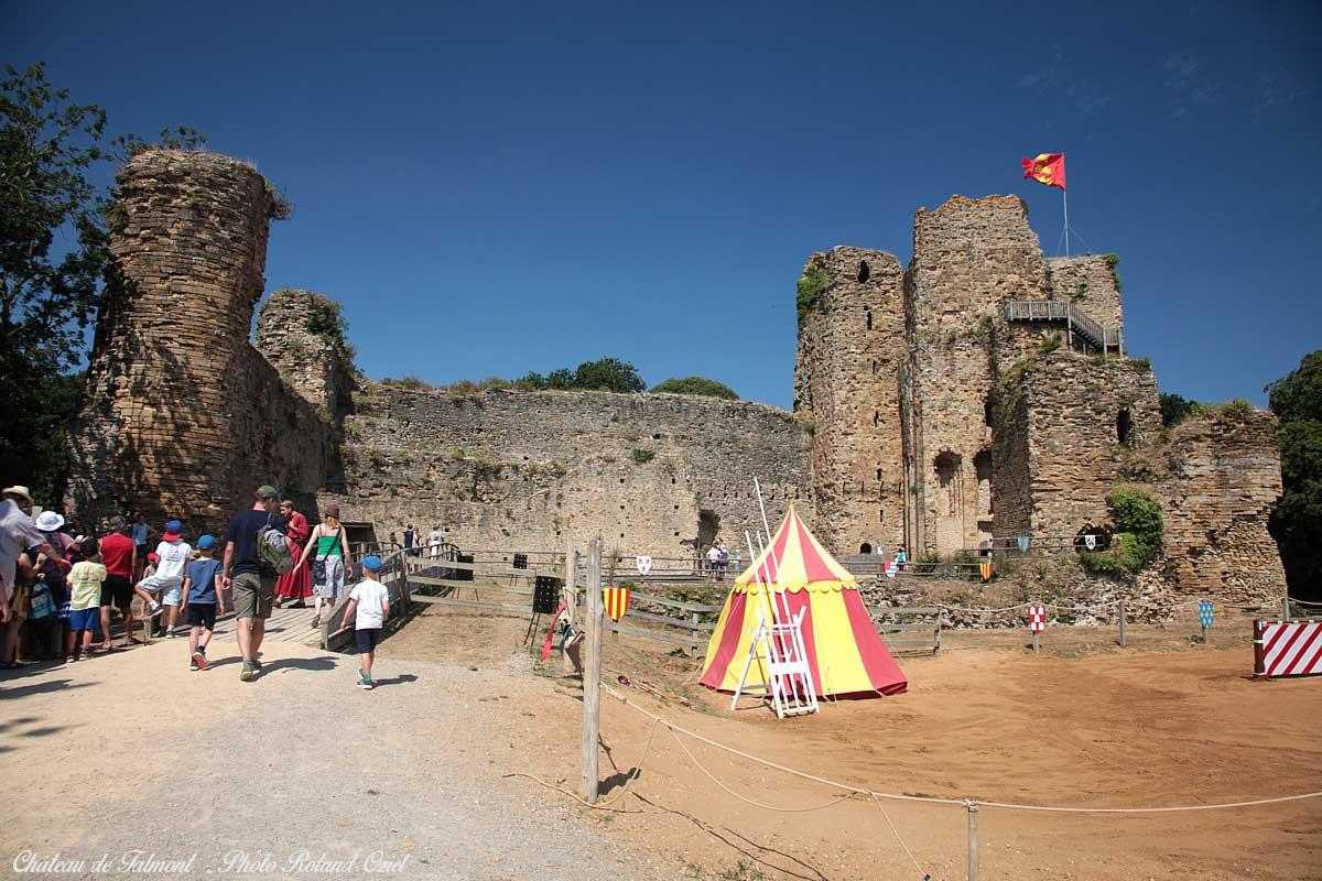 parc de loisirs : le château de Talmont près du camping